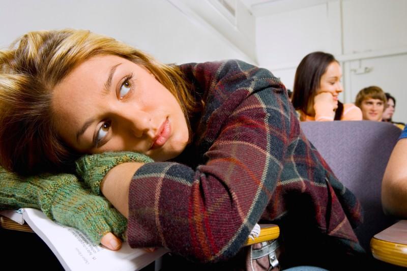 人といると疲れる…隠れた心理や対処方法について心理相談員が解説