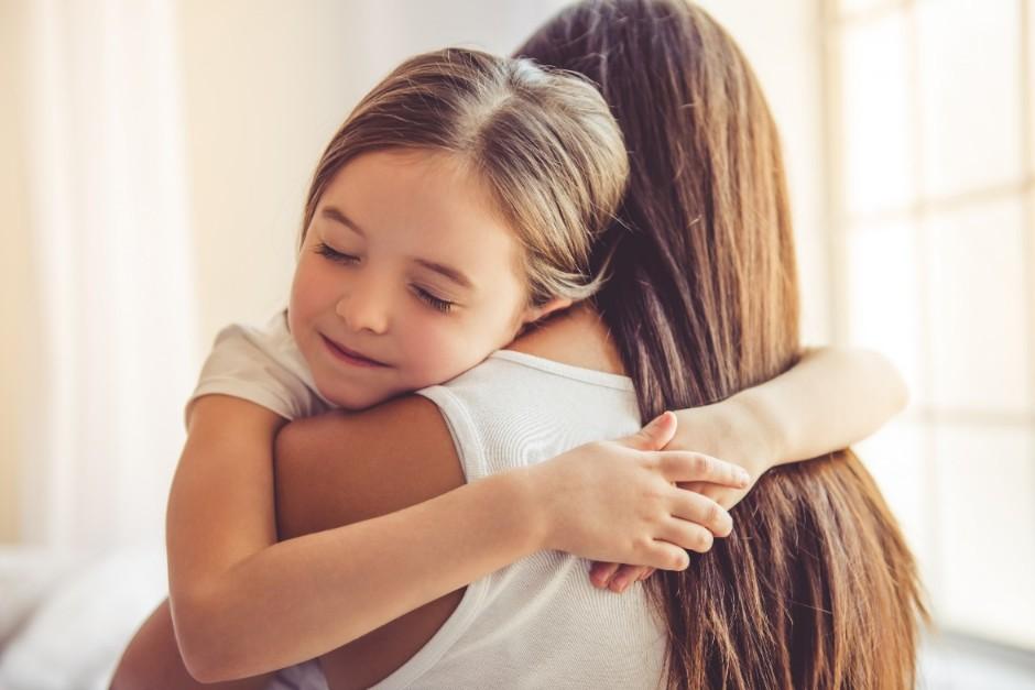 ハグの7つの効果とは?夫婦や親子関係はよくなる?精神保健福祉士が ...